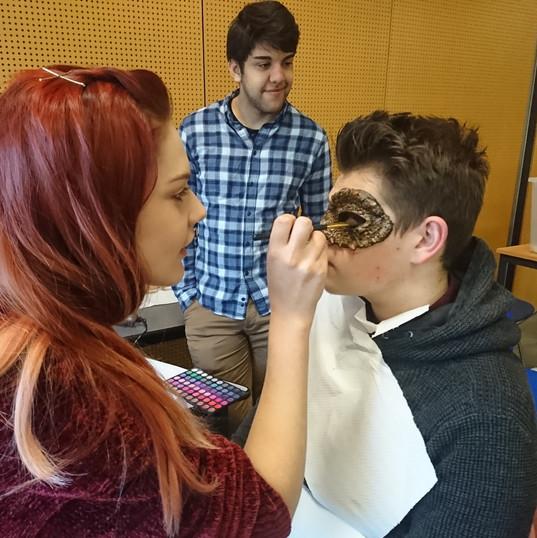 Maquillage et transformation des élèves
