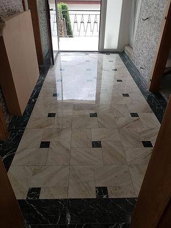 Ponçage et polissage d'un hall d'entré en marbre
