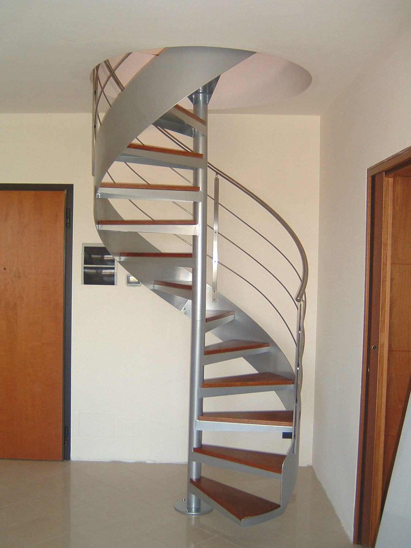 escalera-caracol-peldano-madera-estructura-metalica-zancas-laterales-66318-7443735