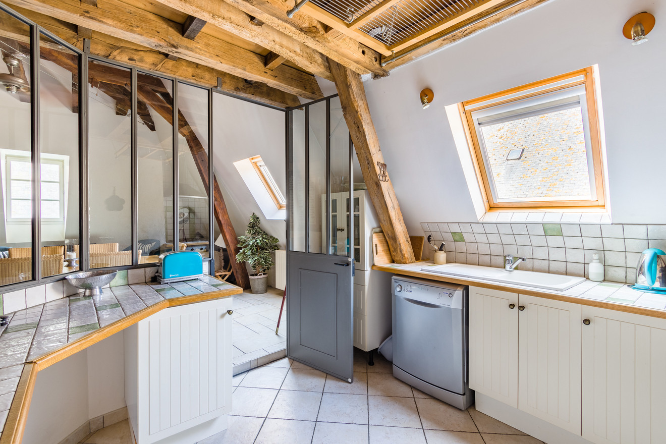 6 people apartment airbnb, hyper center of Amboise Loire Valley with view on the chateau castle, near Chenonceau and Chambord _kitchen