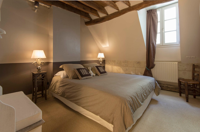 6 people apartment airbnb, hyper center of Amboise Loire Valley with view on the chateau castle, near Chenonceau and Chambord _master bedroom
