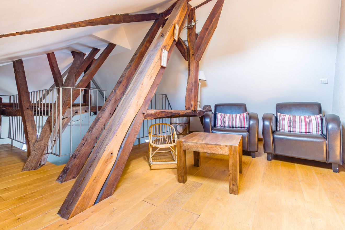 6 people apartment airbnb, hyper center of Amboise Loire Valley with view on the chateau castle, near Chenonceau and Chambord _reading area
