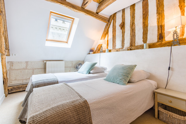6 people apartment airbnb, hyper center of Amboise Loire Valley with view on the chateau castle, near Chenonceau and Chambord _bedroom2