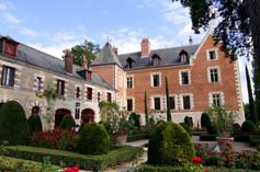 Clos_Lucé_castle_-_Garden_and_castle_bac