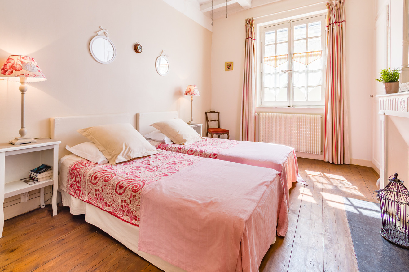 5 people apartment airbnb, hyper center of Amboise Loire Valley with view on the chateau castle, near Chenonceau and Chambord _bedroom2