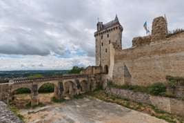 Chinon-Chateau-TourHorloge_1.jpg