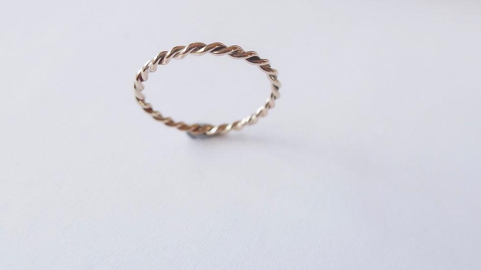 Twistie ring