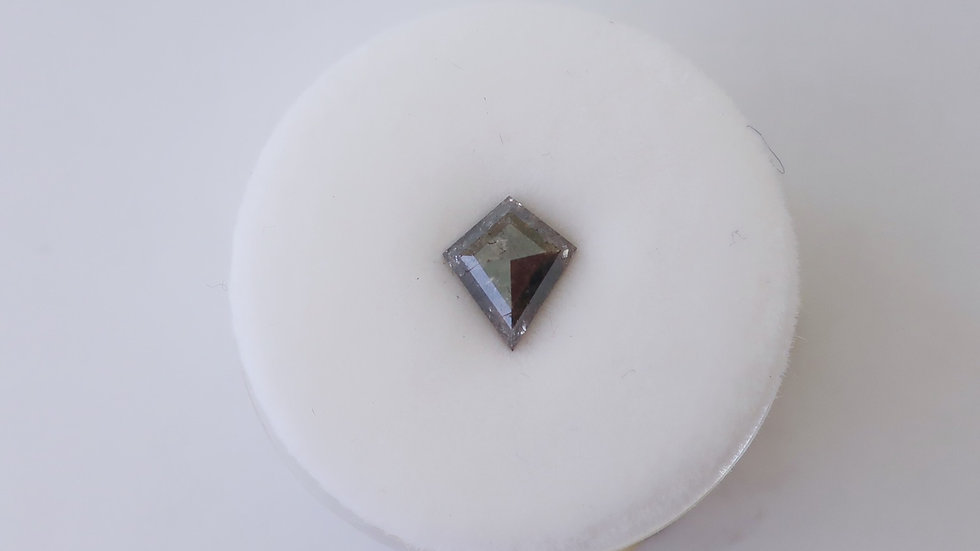 Kite shape salt and pepper diamond small