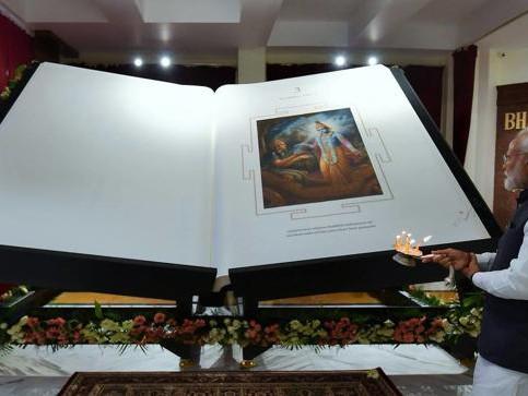 """""""Bhagavad-Gita"""" Terbesar di Dunia Diluncurkan Oleh Narendra Modi, Perdana Mentri India. New Delhi"""