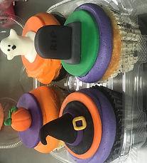 halooween cupcakes.jpg