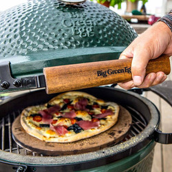 BGE - Grill with Pizza