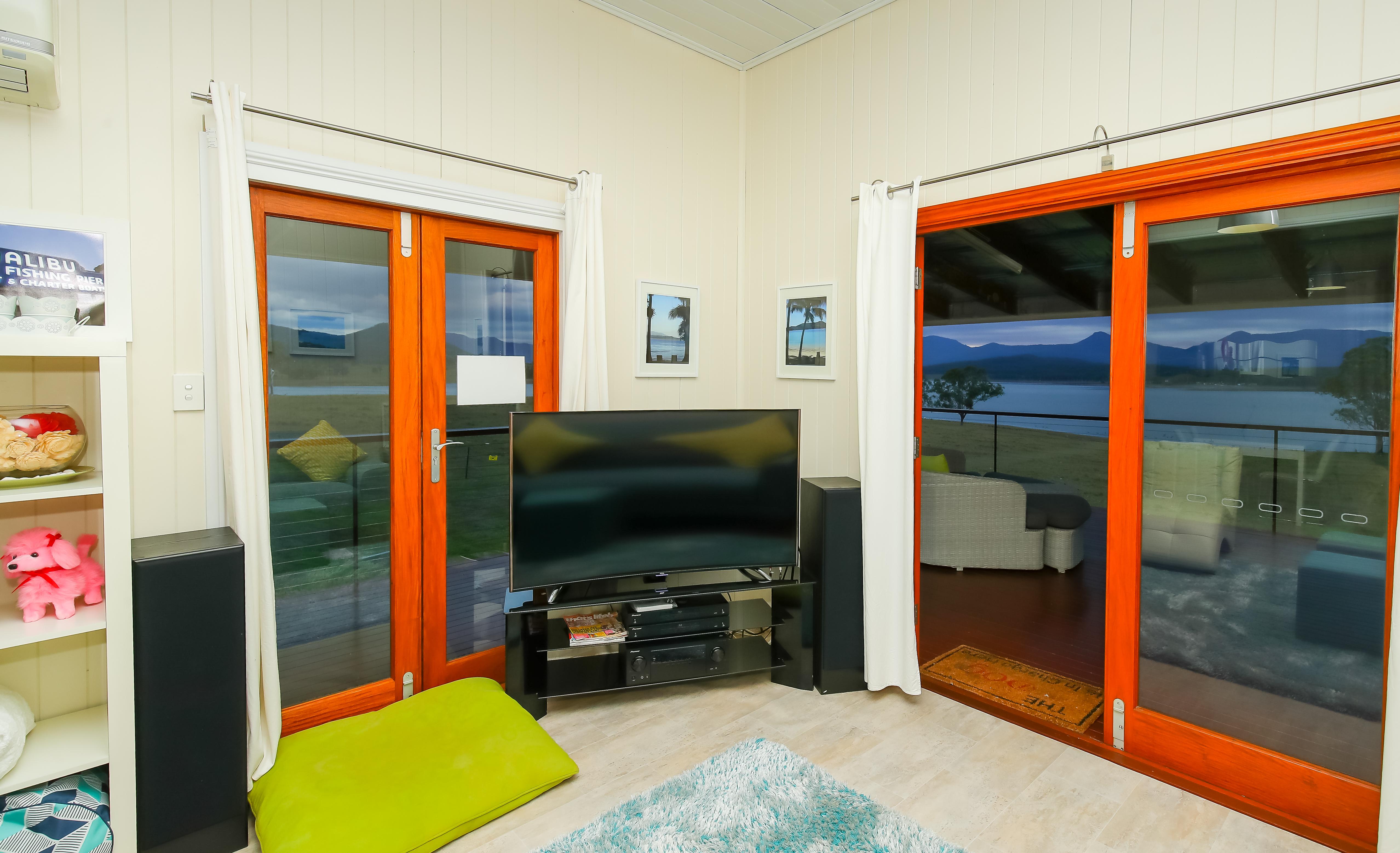 Moogerah Lake House 5 Living Area