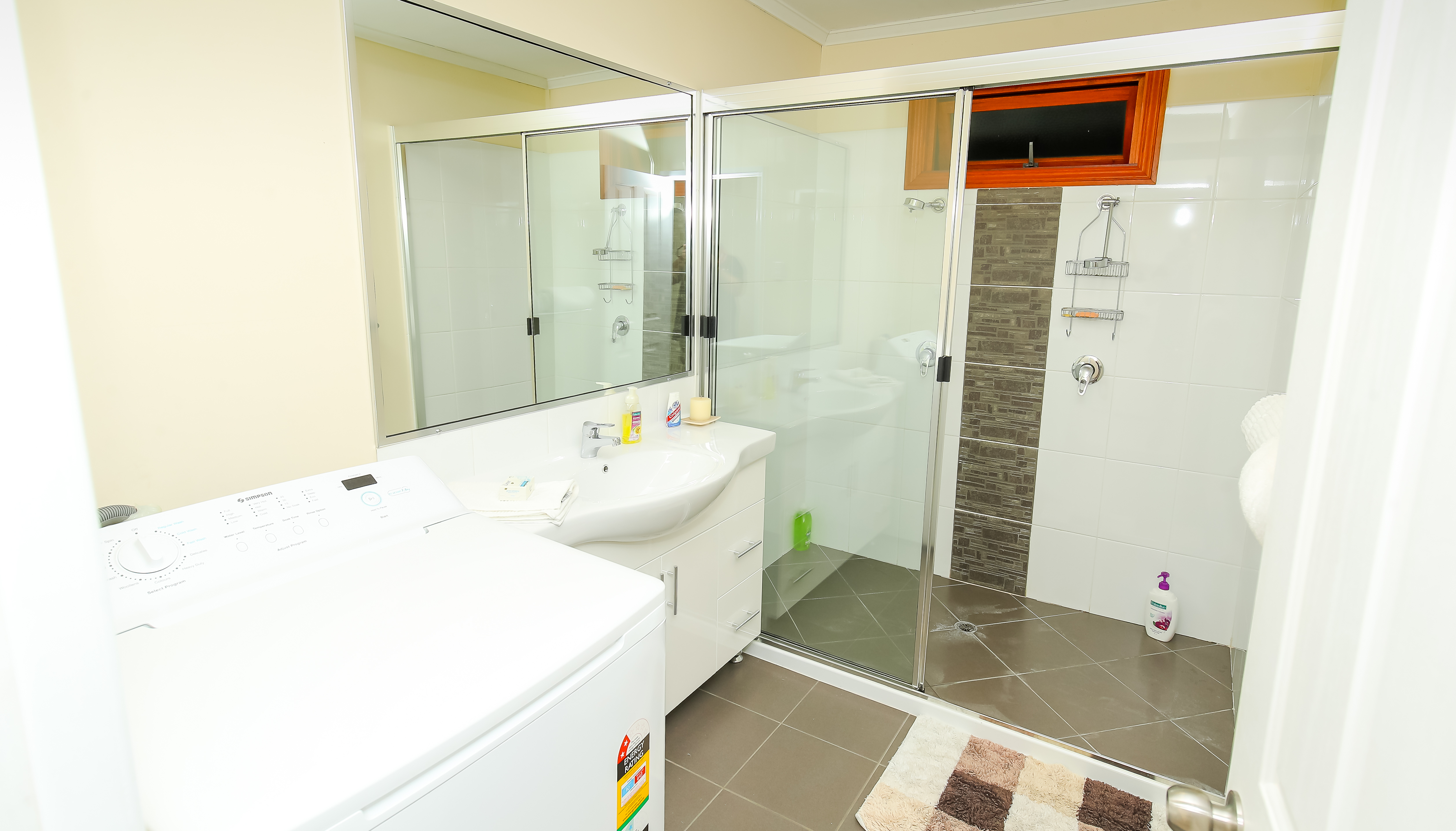 Moogerah Lake House 5 Bathroom