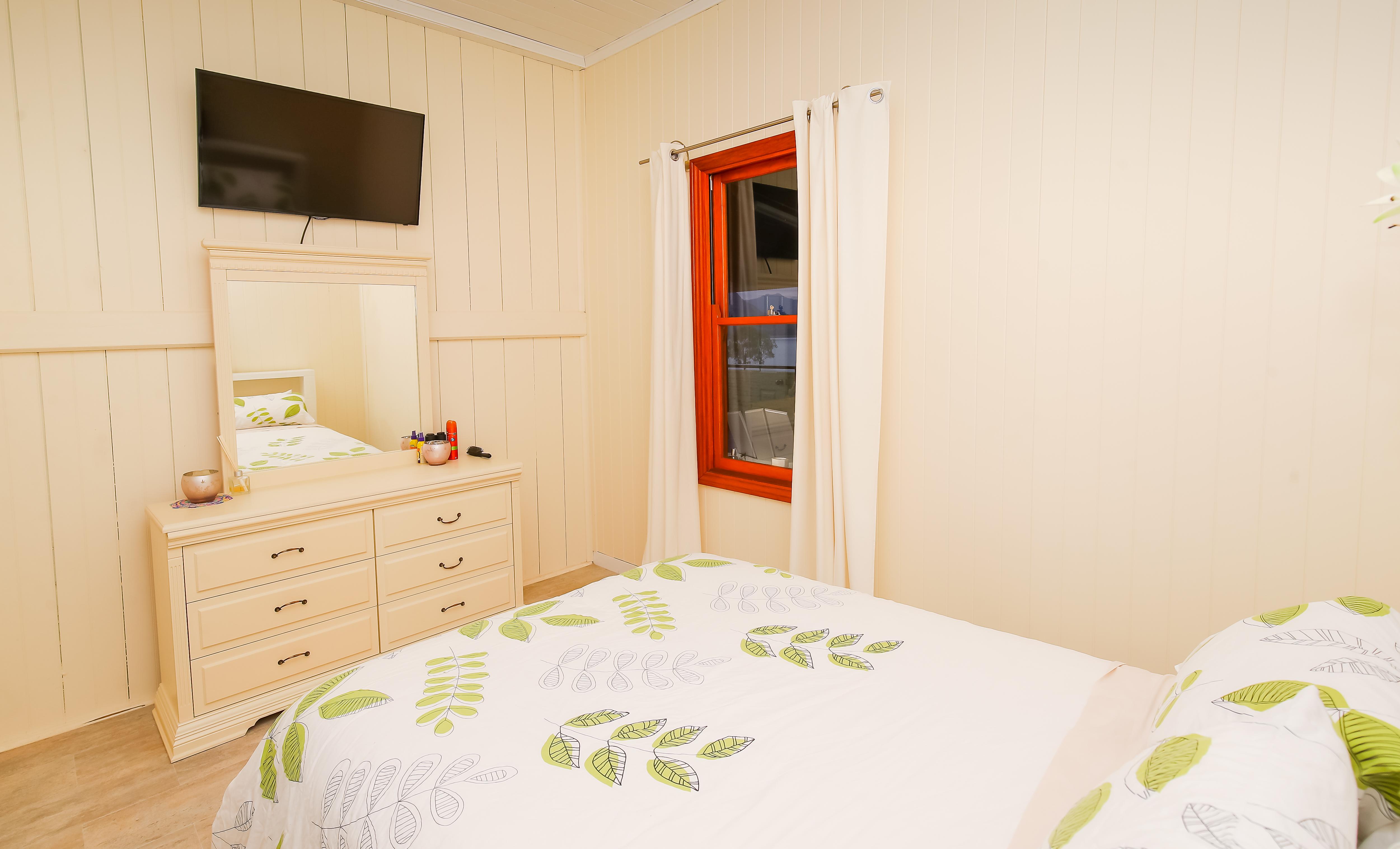 Moogerah Lake House 5 Room 1