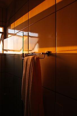 hanging-white-towel-2186245.jpg
