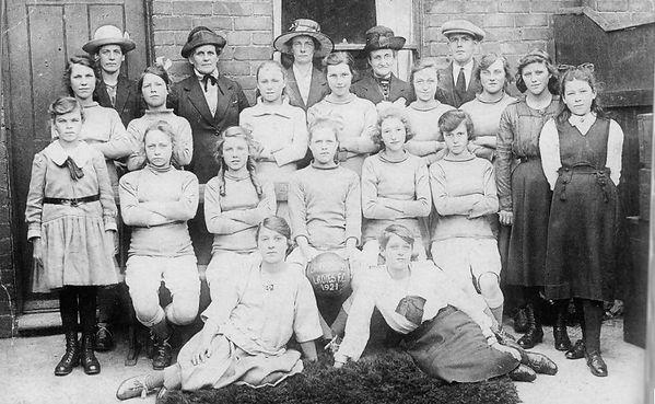 1921_barrington_ladies.jpeg