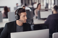 Jabra Evolve2 85 Black Open Office.webp