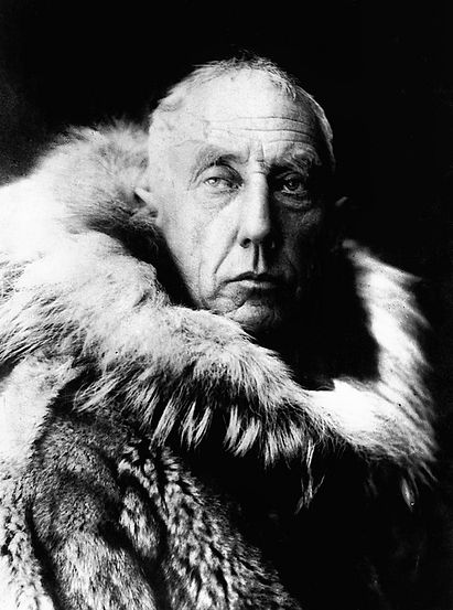 800px-Amundsen_in_fur_skins.jpg