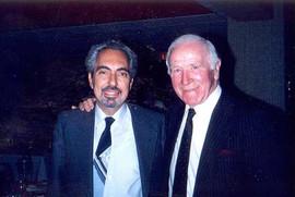 1986. Ο Ρωνης Σωτηριαδης με τον θρυλικο Σερ Ματ Μπασμπυ.