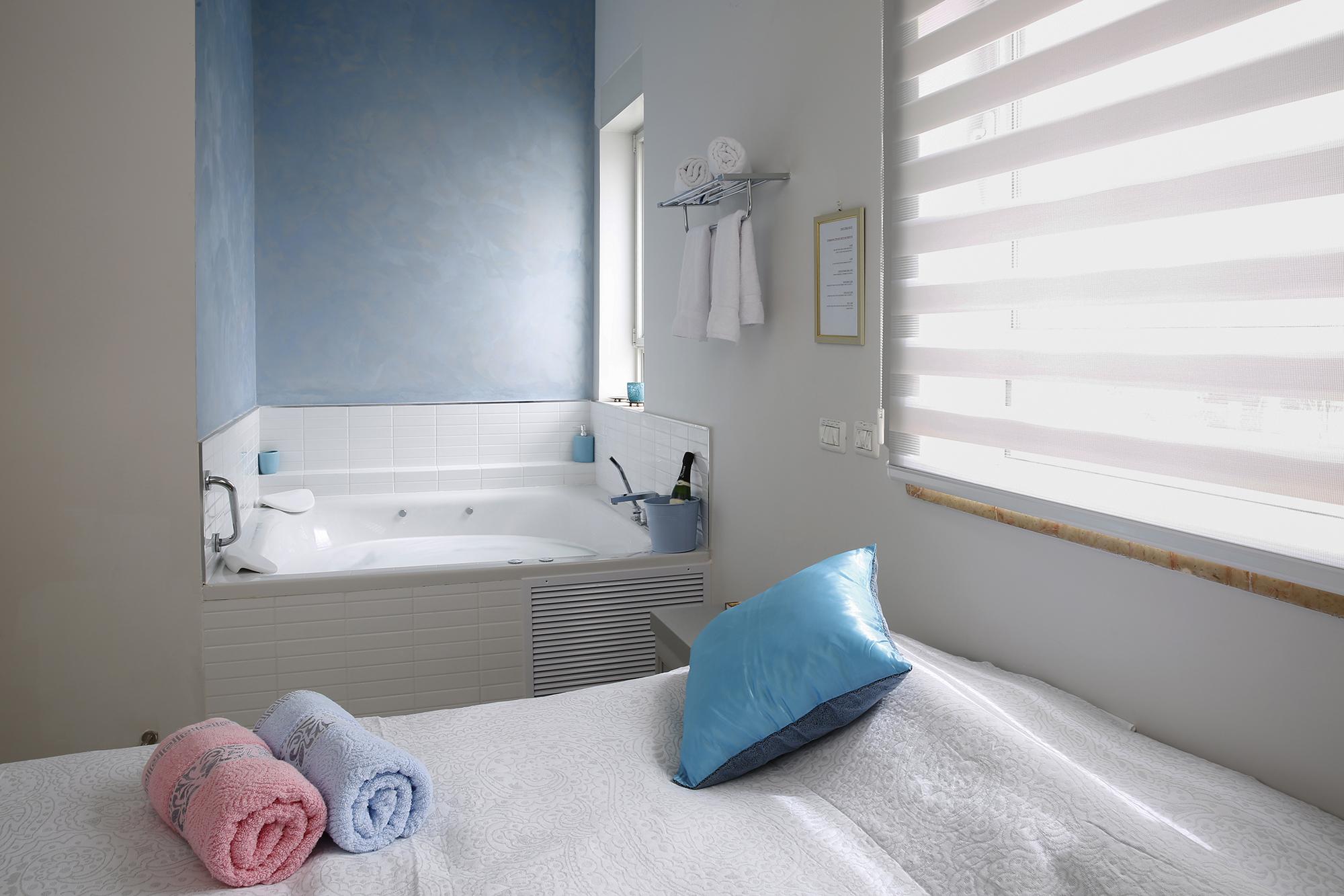 חדר שינה - כליל החורש ופריחת השקד