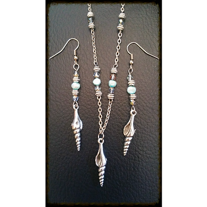 Shell & Pearl Themed Earring & Necklace Set