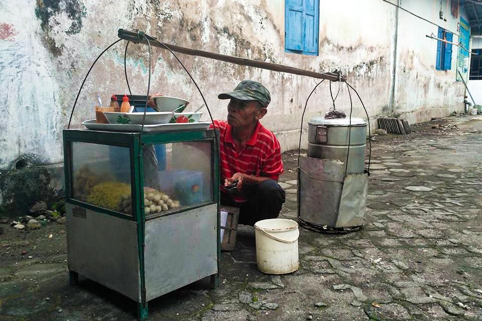 Pikulan (Stick Sellers)