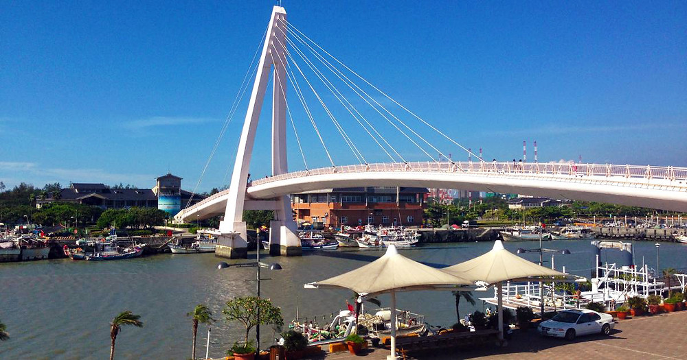 Fisherman's Wharf & Tamsui Lover's Bridge