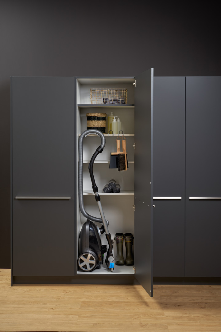 Leicht Bondi lacquer laundry cabinet