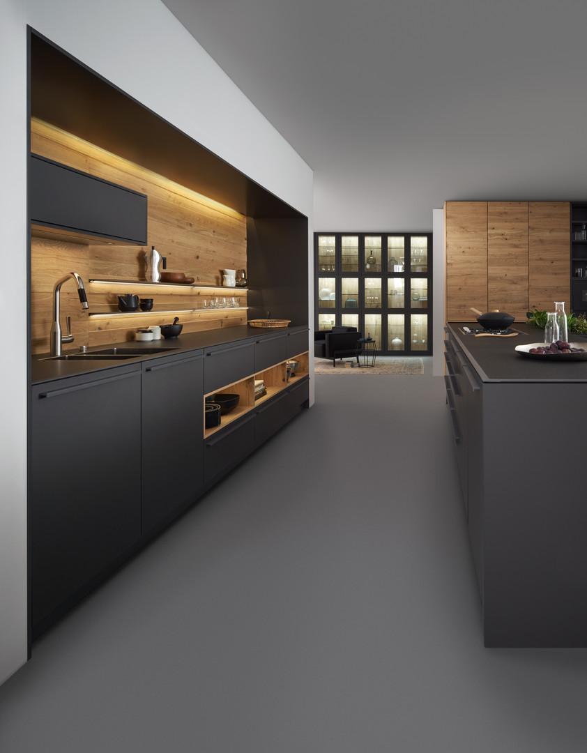 Leicht Bondi lacquer and Valais wood veneer kitchen