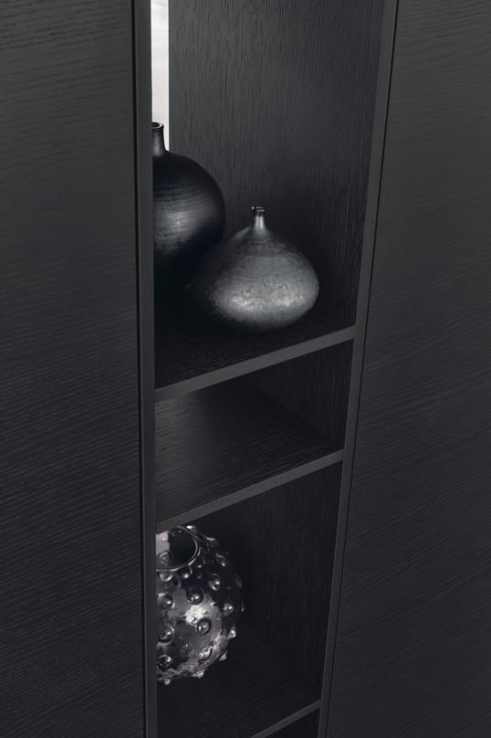 Leicht Topos display shelf
