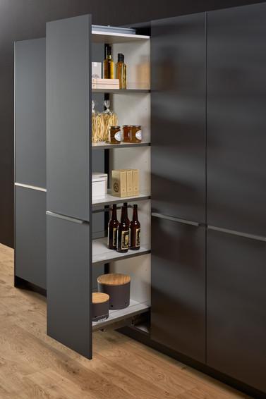 Leicht Bondi lacquer pullout pantry