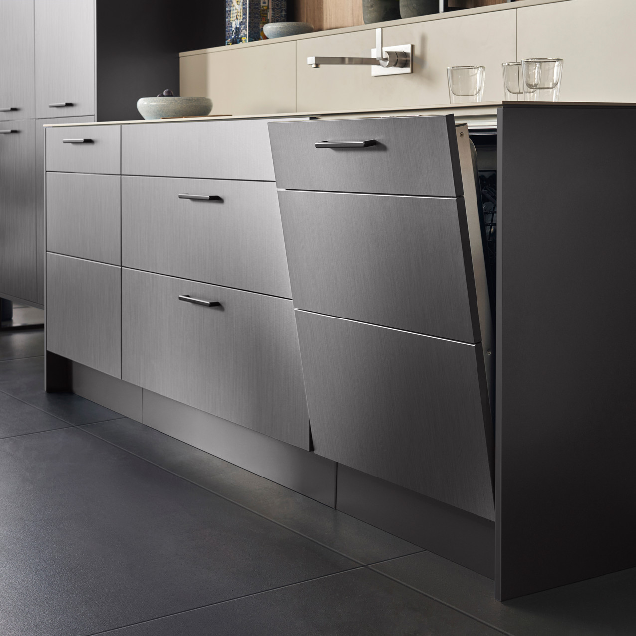 Leicht Metea metallic finish dishwasher