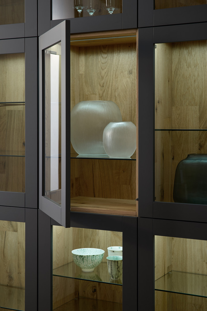 Leicht Bondi lacquer and Valais wood veneer