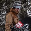 Snowboarder mit Ausrüstung