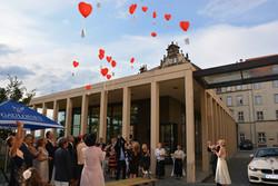 Hochzeit_Schloßcafé_Luftballonsteigen