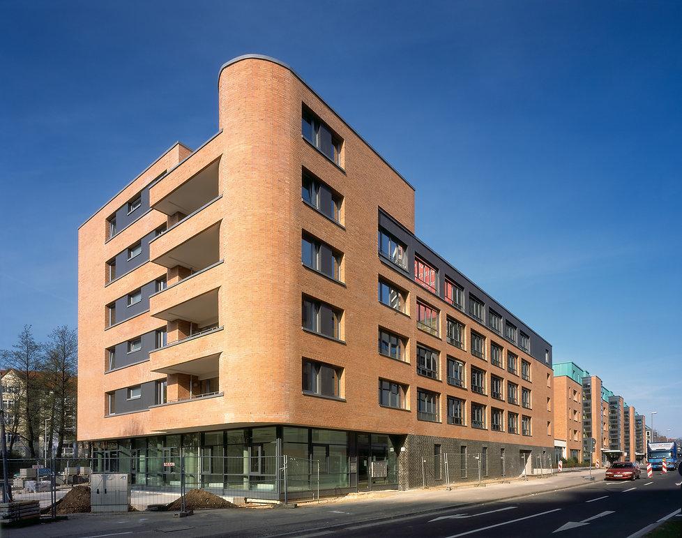 Hannover Gilde Carré Fassadenverkleidung mit Winkelfalzeindeckung aus patinerten Kupfer TECU Patina.
