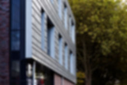 Langenfeld Felix-Metzmacher-Schule Fassade in Spengler und Klempner als horizontale Winkelfalzeindeckung mit Rheinzink pre Patine blaugrau.
