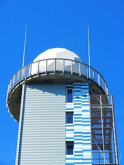 Neuhaus am Rennweg DWD Wetterstation Fassadenverkleidung mit Steckfalzpaneelen aus Rheinzink pre patina blaugrau und dreifarbigem Aluminium