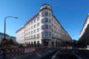 München Isartorpalais Dacheindeckung mit Doppelstehfalz und handgefertigten Rauten aus Kupfer.