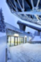 Oberhof Schanze HS 100 Fassadenverkleidung mit Steckfalzpaneelen aus farbbeschichtetem Stahlblech.