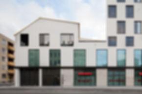 München Tegernseer Landstraße 64 Dach- und Fassadenverkleidung mit handgefertigten Rauten aus Kupfer TECU Gold.