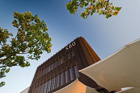 Augsburg Sheridan Businessquartier Fassadenverkleidung aus Streckgitter aus Kupfer.