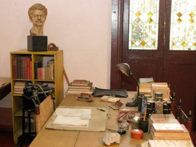 Tratsky's Office