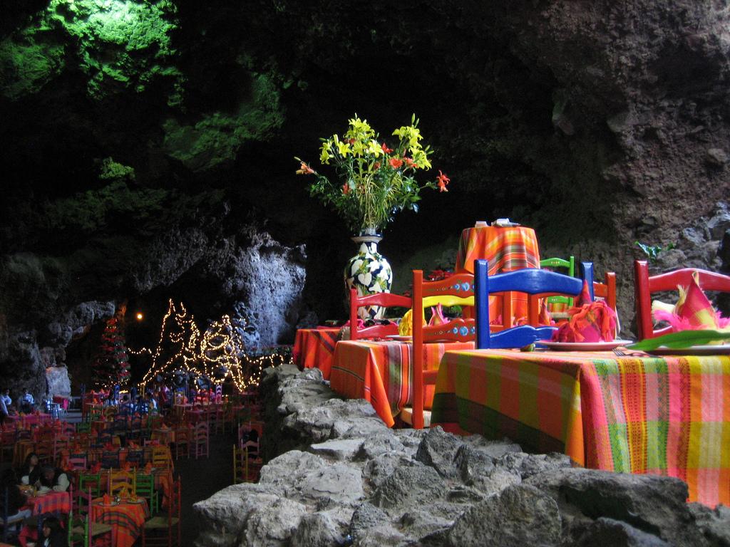 Underground Restaurant