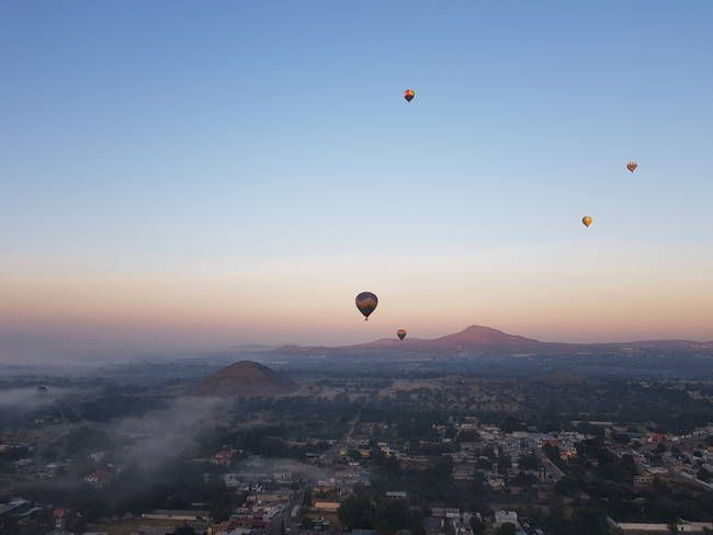 Balloons over Teotihuacan