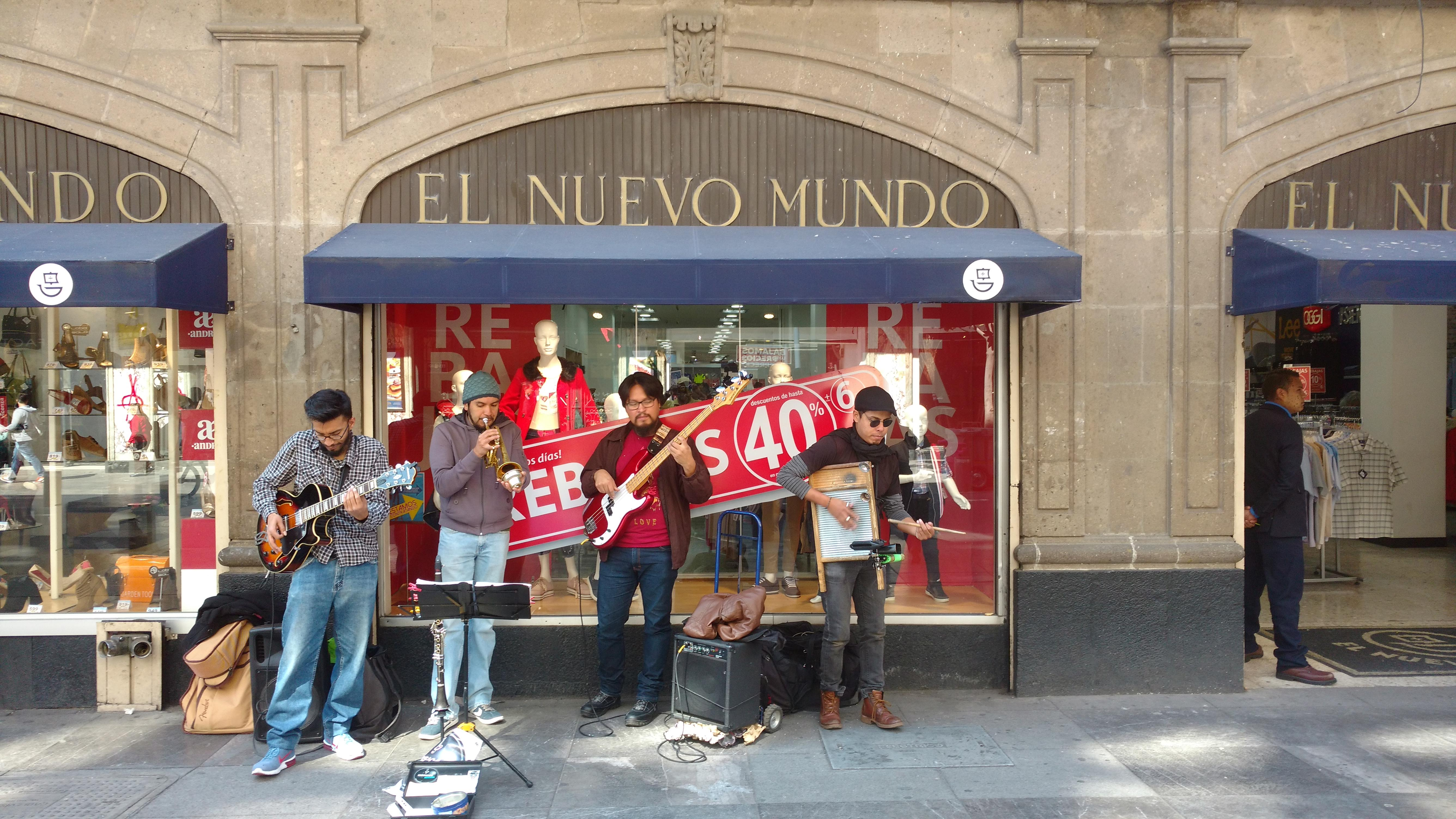 Street Band at El Nuevo Mundo