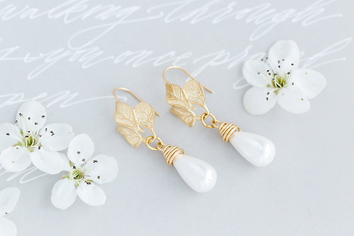 Drop Pearl Leaf Earrings