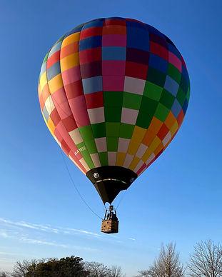 気球体験・イベントのウイニングバルーンクラブでは、5~6人乗りの「空の助」号を使用しています。