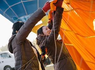 気球体験・イベントのウイニングバルーンクラブでのBalloonWorkshop体験では、気球の組み立てから歴史まで丁寧にご案内して、気球体験のような形式で行います。