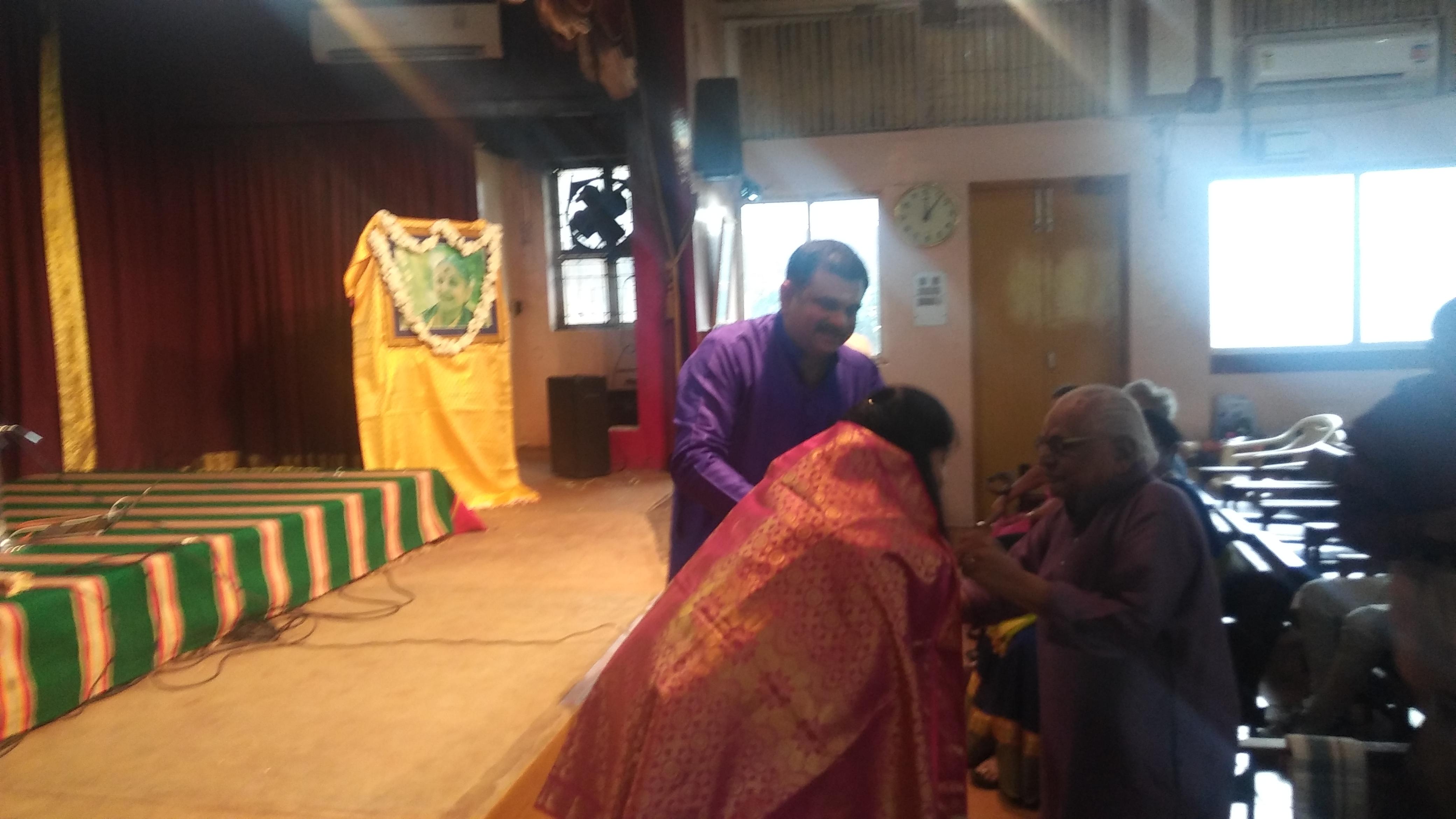 Dr. T K Murthy honors Kiranavali